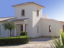 Villa Pinheiro on Plot 117 of 1000 m²